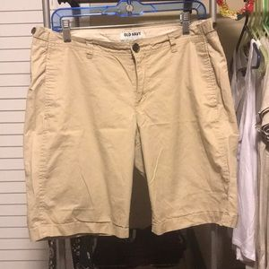 Old navy beige Bermuda shorts size 10
